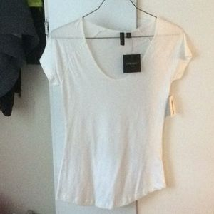 White T-shirt, round neck, round bottom